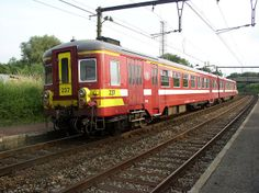 Old Emu class 237 in red livery at Erbisoeul, for commuters services.
