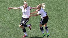 Frauen-WM gegen U21-EM: Mädels schlagen Jungs -  Anja Mittag und Leonie Maier feiern das 1:0 gegen Schweden http://www.bild.de/sport/fussball/fussball-wm-frauen/tv-quote-41443914.bild.html