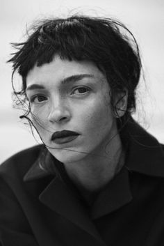 Smile: Mariacarla Boscono in Vogue Italia November 2014 by Peter Lindbergh Peter Lindbergh, Pretty People, Beautiful People, Beautiful Pictures, 3 4 Face, Baby Bangs, Tumbrl Girls, Short Bangs, Messy Bangs