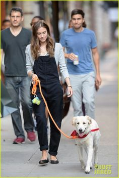 allison williams Ricky Van Venn walking dog 01 Allison Williams and her entrepreneur fiancé Ricky Van Veen take her dog Mox for a walk on Friday afternoon (July 24) though the Chelsea area of New York City.…