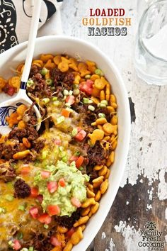 Loaded Goldfish Nachos: Here is a playful (and really yummy) recipe I came up with recently….lots of kicks & giggles for kids & adults Loaded Goldfish Nachos is calling your name. Nachos, Baby Dekor, Mexican Food Recipes, Ethnic Recipes, Nacho Recipes, Mexican Cooking, Yummy Appetizers, Main Meals, Kids Meals