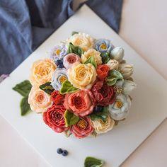 심화반 첫번째 시간입니다. 작약 튤립 리시안셔스 램스이어 peony buttercream flower cake . . student's work. . . . #플라워케이크 #버터크림케이크 #버터크림플라워케이크 #꽃케이크 #플라워케이크클래스 #홈베이킹 #베이킹 #루이스케이크 #꽃 #케익스타그램 #베이킹 #꽃스타그램 #먹스타그램 #디져트 #flowercake #buttercreamcake #flowers #cake #koreanbuttercream #baking #spesialcake #wedding #wilton #icing #vscocam #dessert #flower #buttercream #花ケーキ #wiltoncake