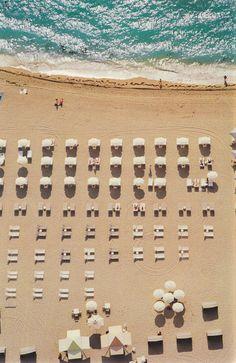 Aurélie Bidermann | Blog | Lounge chairs and umbrellas on Miami Beach