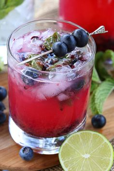 Blueberry Mojitos - Best sugar free blueberry mojito cocktail recipe.