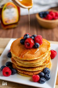 These filling and delicious fluffy American Style Pancakes will be a regular feature on your Breakfast menu and are perfect for those following Slimming World or Weight Watchers. Slimming World Pancakes, Slimming World Cake, Slimming World Desserts, Slimming World Breakfast, Slimming World Recipes Syn Free, Dessert Simple, Yummy Pancake Recipe, Yummy Food, Pancake Healthy