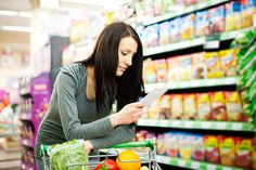 Your local grocer or supermarket can be tricky terrain to navigate. Here are 6 secrets to better Supermarket shopping. Healthy Eating Tips, Healthy Baking, Healthy Mind, Costco Membership Benefits, Military Diet Shopping List, Recipe From Scratch, Healthy Living Magazine, People Eating, Healthy People 2020