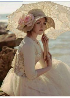 Ana Rosa - love the hat and parasol. Lady, Love Hat, Vintage Mode, Vintage Style, Mode Style, Belle Photo, Ideias Fashion, Vintage Fashion, Flower Girl Dresses