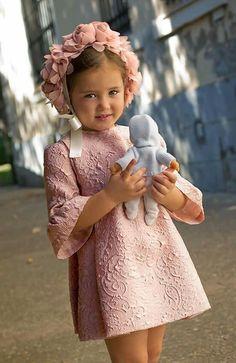 Dime cómo es tu boda y te diré cómo vestir a tus niños arras Little Girl Fashion, Toddler Fashion, Kids Fashion, Little Girl Dresses, Girls Dresses, Flower Girl Dresses, Little Princess, Kids Wear, Baby Dress
