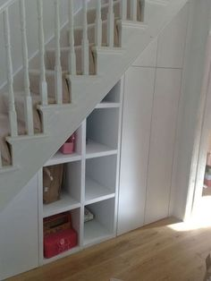 Brilliant Ideas For Understairs Storage Ideas Create a compact home office, telephone alcove, or airy, orderly storeroom under the stairs and relieve pressure on other areas […] Staircase Storage, Hallway Storage, Stair Storage, Hall Storage Ideas, Living Room Toy Storage, Casa Loft, Under Stairs Cupboard, Corner Storage, Cubby Storage