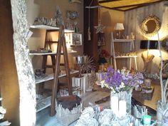 Decoración hecha con maderas que recojemos de la playa de Rosas (Costa Brava)