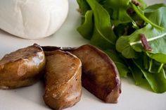 Salada de Rúcula, Burrata, Pera grelhada    Pera grelhada    2 peras argentinas    1 colher (sopa) de manteiga sem sal    1 maço de rúcula    1 burrata