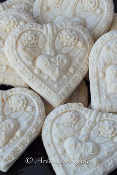 A terrific recipe for beautiful Springerle Cookies. Exquisite cookies that look like pieces of art on the plate. These beautiful German biscuit type cookies are made with detailed cookie molds which emboss gorgeous designs into the cookie.