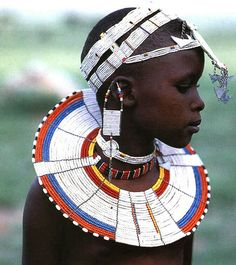 white colour of beadwork, from the Kisongo Maasai on either side of the border in Kenya and Tanzania African Children, African Women, Zulu Women, African Girl, African Beauty, African Fashion, Afro, Tribal People, Tribal Women