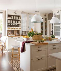 Cocina: Reduce el gasto al 50% · ElMueble.com · Trucos Cottage Kitchen Decor, Kitchen Dinning, Kitchen Tile, Kitchen Design, Luxury Kitchens, Cool Kitchens, Kitchen Flooring Options, Cocinas Kitchen, Home Board