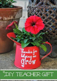 Teacher Gift Idea: 'Thanks for Helping Me Grow' Flower  (Free Studio Cut File)