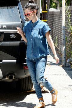 Look total jeans com sandália colorida