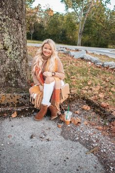 Styling Cozy Sarves For Fall - OLIVIA MAY BELL Stylish Girl, Stylish Outfits, Fall Outfits, Fashion Group, Fashion Bloggers, Fashion Trends, Boss Babe, Autumn Fashion, Lifestyle