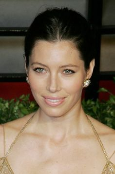 Jessica Biels smooth, updo hairstyle