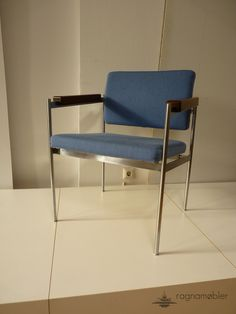 never seen before but manufactured by  Fritz Hansen,  has anybody got an idea?  4 chairs available