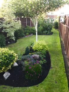 Small Narrow Garden Ideas, Stepping Stones, Sidewalk, Outdoor Decor, Plants, Home Decor, Stair Risers, Decoration Home, Room Decor