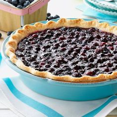 Contest-Winning Fresh Blueberry Pie Recipe -I've been making this dessert for decades since blueberries are readily available in Michigan. Nothing says summer like a piece of fresh blueberry pie! Fresh Blueberry Pie, Blueberry Pie Recipes, Blueberry Crumble Pie, Blueberry Compote, Blueberry Bread, Köstliche Desserts, Delicious Desserts, Dessert Recipes, Plated Desserts