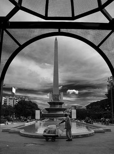 Plaza Altamira, Caracas - by Luis Arismendi  This pic is pure love. This is one of my favorite places in my city, even more when the fountain is open *o*