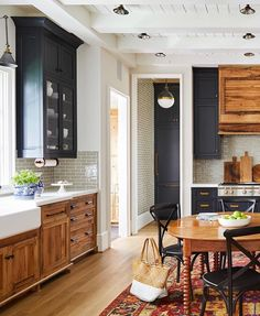 """135 Likes, 12 Comments - Amelia Smith (@brightsides_homeinteriors) on Instagram: """"Dear navy blue, I can't quit you. And this timeless farmhouse kitchen by @newoldcustomhomes makes…"""""""