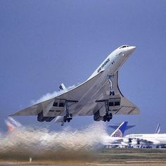 [Air France] Concorde SST was one of the fastest commercial aircraft ever London to New York an hour! Sud Aviation, Civil Aviation, Commercial Plane, Commercial Aircraft, Air France, Concorde, Air Inter, Photo Avion, Passenger Aircraft