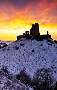 Beauriful Corfe Castle at Sunset, Dorset, ,England ❤*~✿Ophelia Ryan ✿*~❤ Corfe Castle, Alnwick Castle, England Winter, Medieval, Winter Sunset, Fairytale Castle, Castle Ruins, Beautiful Architecture, Places To See