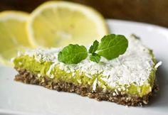 Vihreä avokadopiirakka Raw Food Recipes, Vegetarian Recipes, Avocado Pie, Raw Vegan, Cheesecake, Koti, Sweet, Desserts, Candy