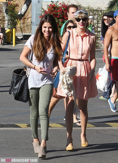 Ok, not quite style, but Taylor AND Selena hanging out? Cute singer overload!