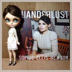 Blythe custom Sophie Ellis Bextor for Back 2 Paradise videoclip. Sophie Ellis Bextor, Complete Music, Doll Maker, Cute Dolls, Big Eyes, Handmade Toys, Blythe Dolls, Baby Dolls, First Love