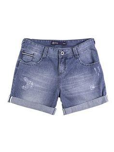 Shorts Jeans Feminino Com Desgastes Na Coloração Na Modelagem Boyfriend