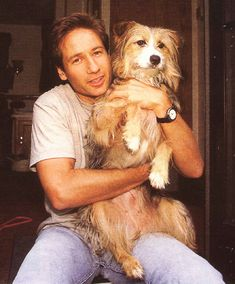 David Duchovny with Blue. What is better than David Duchovny? The X Files, David Duchovny, Baby Animals, Cute Animals, David And Gillian, Chris Carter, Dana Scully, Gillian Anderson, Star Wars