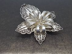 A fine sterling silver filigree brooch. Hallmarked In great preowned condition. Sterling Silver Filigree, Brooch, Trending Outfits, Unique Jewelry, Vintage, Handmade Gifts, Winter, Rings, Floral