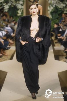 lelaid: Yves Saint Laurent Haute Couture F/W 2000 Fur Fashion, Look Fashion, Runway Fashion, Trendy Fashion, High Fashion, Vintage Fashion, Fashion Beauty, Fashion Outfits, Womens Fashion
