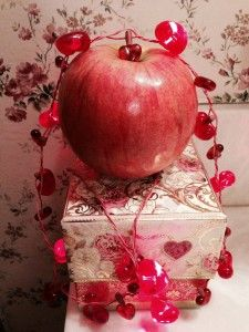 I love to eat eat eat #Apples... Not just on #ValentinesDay but for always. An #Apple a day is the #PrettyFitWay!