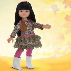Muñeca Liu con medias fucsia y botas blancas! Guapa ¿verdad? by Muñecas Paola Reina.