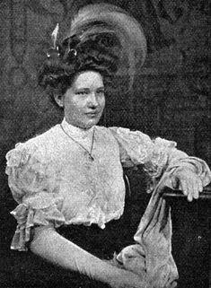 """Diese schicke Frisur wurde im Januar 1908 als """"Frisur des Jahres"""" in Wien gekürt."""
