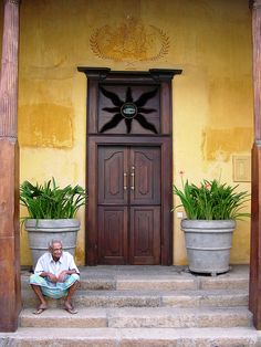 Waiting, Galle Fort, Sri Lanka by David, via Flickr