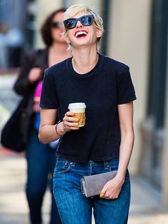 Who is a fan of Anne Hathaway's new blonde locks?! We are! Plus we truly dig her jet black, thick-framed sunnies! So MOD!