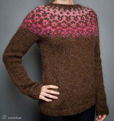 holy cow i love this colorway -- chocolate and pinks!