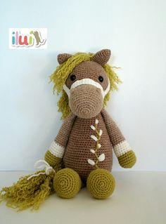 Realizado por ILUÍ con hilo de alpaca y lana. https://www.facebook.com/ilui.es/ Basado en el patrón de My Krissie Dolls