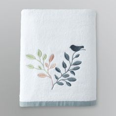 Bath Towel Bathroom Towels, Bath Towels, Home Textile, Textile Art, Towel Embroidery, World Crafts, Machine Embroidery Projects, Bath Towel Sets, Linen Bedding