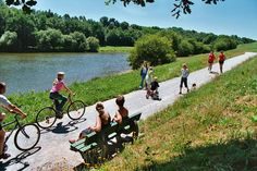 Life doesn't get much better! Cycling the Nantes-Brest Canal - Freewheeling France