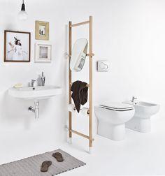Baño en blanco con toallero escalera