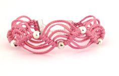 Bracciale a macrame' in cotone cerato pink con di morenamacrame, €18.00
