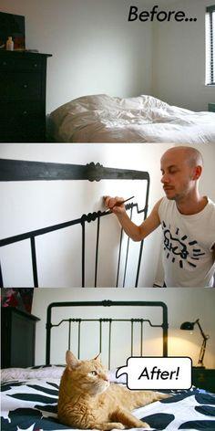 Cabeceira da cama pintada na parede.