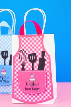 DIY Baking Party Favor Bags. Simply Download, Print, Cut, and Paste. #girlparty #birthdayideas #baking Party Favor Bags, Birthday Party Favors, It's Your Birthday, Birthday Parties, Bow Tie Template, Lolly Bags, Pink Apron, Baking Party, Cupcake Wars