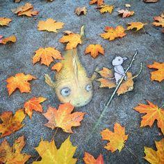 If you need a little bit of beauty and coziness, street art by David Zinn is absolutely for you. 18 examples of autumn street art by street artist David Zinn. 3d Street Art, Amazing Street Art, Street Art Graffiti, Street Artists, Graffiti Artists, David Zinn, Illustrator, Urbane Kunst, Sidewalk Chalk Art